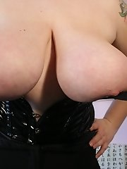 German chubby mommy with huge breasts in tight latex corset